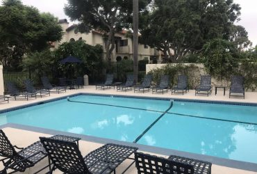 Large bedroom in La Jolla with water& trash included. Great location!!